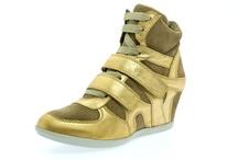 Sapatos / Shoes / by Priscila Matz