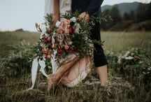 A Stunning Floral Filled Boat + Lakeside Elopement / A boat filled with lush florals? A lakeside elopement? Yes, Please! This styled elopement was a collaboration between photographer Art + The Aerialist and florist Kaye Fleur in Pitt Meadows, BC.  The location, a remote sandbar on Pitt Lake, was only accessible by boat which certainly added to the adventure!