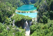 Vacansoleil - Kroatië / Een camping in Kroatië is een ideale vakantiebestemming voor het hele gezin. Kroatië kent vele gezichten. Van idyllische oude stadjes en verscholen bergdorpen in de prachtige natuur tot aan rustige baaien en mooie, levendige stranden aan de diepblauwe zee. Al het moois van dit schitterende land in combinatie met het heerlijke Middellandse Zeeklimaat, maken van een vakantie op een camping in Kroatië dan ook een ware belevenis.