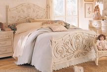 Bedrooms / by Vonda Davis
