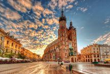 Cracovia / Es uno de los destinos mas curiosos y sorprendente por su patrimonio cultural a través de las épocas de la arquitectura gótica, renacentista y barroca, por su historia, iglesias, monumentos,etc Ha sido declarada Patrimonio de la Humanidad por la UNESCO.