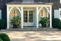 Фасад дома, входные двери