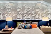 Especial Quartos / O quarto deve ser o cômodo mais aconchegante da casa, já que é onde descansamos e nos preparamos para o dia seguinte. Inspirados neste pensamento, escolhemos alguns quartos cheios de personalidade para você.  #quarto #quartos #aconchego #room #bedroom #habitácion #castelatto #castelato #castellato #revestimento #design #arquitetura #parede #decor #decoração #sofisticacao #wall #piso #textura #inovacao #floor