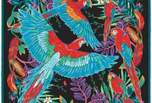 Feathers & Flowers / Within the endlessly fascinating kingdom of the birds, it is surely the Macaw parrot which takes the prize for flamboyance, beauty and charm. This stunning pocket square by Robertto's features a quintet of these colorful, characterful creatures, against a complex, free-flowing backdrop of jungle foliage and vibrant feathers. This stylish pocket handkerchief is the ideal accompaniment to your outfit – sure to make an impact, certain to add an element of sophistication and elegance.