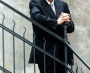 Hermann-Lenz-Preis / Der Hermann-Lenz-Preis war ein mit 15.000 Euro dotierter Literaturpreis, mit dem von 1999 bis 2009 jährlich ein deutschsprachiger Schriftsteller ausgezeichnet wurde. Der nach Hermann Lenz benannte Preis wurde von Hubert Burda in Nachfolge des Petrarca-Preises gestiftet. Die Jurymitglieder waren Peter Hamm, Peter Handke, Alfred Kolleritsch und Michael Krüger.