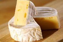 A010 - QUESO CAMEMBERT / Queso Camembert, uno de los mas famosos del mundo, elaborado originalmente con leche de vaca en Pays D´Auge, región de la Normandía, Francia. / by Jaime Ariansen Cespedes