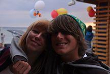 Obozy młodzieżowe - kitesurfing   windsurfing / Dzięki pasji do sportów wodnych oraz nabytemu doświadczeniu od lat szkolimy... Pełen profesjonalizm gwarantują uprawnienia naszej kadry oraz godziny spędzone na wodzie. Wiemy jednak ze szkolenie to nie wszystko.  Dlatego dbamy o to aby klimat w szkole także był na najwyższym poziomie. www.scandal.pl