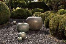 Frutas Bull&Stein / Déjate seducir por el fruto prohibido. Magníficas esculturas en forma de manzana de cerámica, bronce y cristal, diseñadas por Lisa Pappon para Bull&Stein. También en forma de cerezas, peras y limones.