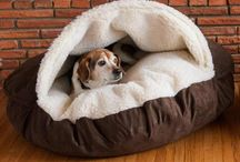 Snoozer's Cozy Cave / It's got a one-of-a-kind look. It's got a one-of-a-kind feel. No dog or pet can resist the enveloping comfort of the Cozy Cave Dog Bed. Often referred to as a nesting dog bed, it's perfect for dogs who enjoy staying under the covers. The Cozy Cave Dog Bed gives your pet a place to stay completely enclosed in the interior Sherpa fabric, keeping them warm throughout the year.