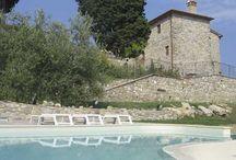 IL MAESTRINO / Tohle překrásné orlí hnízdo leží nedaleko města Quarrata, ve vinné oblasti Montalbano, v provincii Pistoia. Za jasného dne odtud vidíte až do Florencie a na vrcholky Apenin. VÍCE INFORMACÍ: http://www.prima1vera.com/nabidka-ubytovani/agroturismy/agriturismo-il-maestrino/
