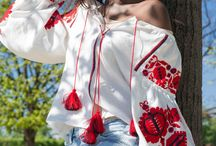 PIXELATED ROSES EMBROIDERED LINEN BLOUSE