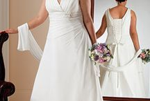 Curvy Brides  // Top Picks / Elderberry Brides Plus is a specialist in plus size bridal wear for the curvy bride where finding your dream wedding gown needn't be frustrating or stressful. In fact, we firmly believe that choosing your wedding dress and accessories should be a pleasurable experience at an exciting and special time.