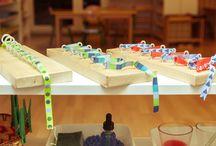 w świeci dzieci / rozwinięcia materiałów Montessori, zabawki pobudzające ciekawość dzieci, rozwijające koncentracje i samodzielność