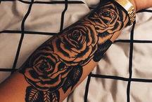 schwarze Tattoos