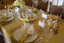 TABLE SETTINGS & NAPKIN RINGS / DINING WITH FRIENDS