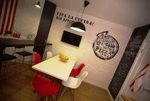 Кухня в стиле итальянского кафе / Площадь кухни – 12 кв.м. Героиня проекта – театральный режиссер, очень яркая и энергичная девушка, поэтому мы решили создать атмосферу итальянского праздника, любимого кафе на отдыхе. Кухня должна стать не только местом для приема гостей, но и площадкой, где рождается вдохновение – в новой кухне можно будет придумывать сценарии и репетировать спектакли с актерами.