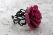Jewelry / lovely red rose ring