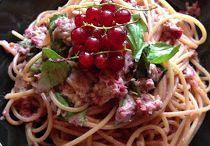 Spaghetti con tonno e ribes  / Ricetta primo estivo