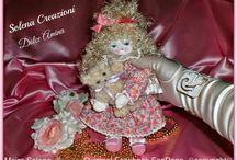 Bambole di stoffa fatte da me / Tutta la mia collezione di bambole, cappellini portafortuna-segnaposto e decorazioni cucite con ago e filo.