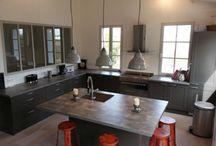 Agencement de cuisines / Fabrication de cuisines du dessin en 3D à la pose en passant par la fabrication, votre projet entièrement personnalisable.