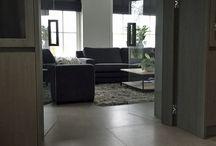 Woonkamer inspiratie / Je woonkamer modern, klassiek of natuurlijk inrichten. Doe inspiratie op en kom erachter wat jij mooi vind! Meer inspiratie kun je opdoen op www.tegels.com/inspiratie