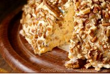 Cheesy Holiday Appetizers / Find easy and delicious cheesy holiday appetizers here. Perfect for all of your parties!