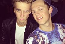 Joe Sugg And Caspar Lee<3