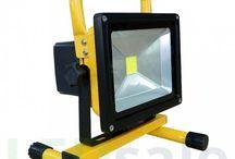 Kannettavat LED Valonheittimet / Täältä löydät huipputehoiset kannettavat LED Valonheittimet. Täydellinen varuste esimerkiksi muusikoille!