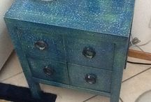 Mobiletto azzurro / Tempera