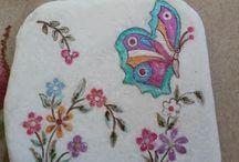 sassi dipinti