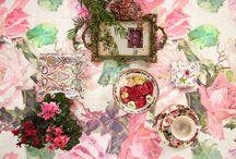 Frühjahrskollektion 2016 / Das neue textile Jahr beginnt  mit Spring Time, wo elegante Frühjahrsromantik auf modische Blütenmotive trifft, auf  Streifen, Unis und Jacquards – die wir gekonnt in Szene setzen mit den aktuellen key-Farben in der Einrichtung - Rosé, Flieder, Pistazie, Écru und Apricot.
