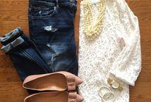 Jeans e sapatilha.