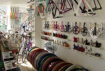 Bike Shop - Bike Store - Bicicletaria / Tendencias e novidades na hora de expor produtos em uma loja de bicicletas.