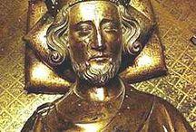Casa_Angevin / Se conoce como Casa de Anjou o Dinastía Angevina.  En 1151 Enrique I heredó el condado de Anjou, tras la muerte de su padre Godofredo V. En 1153 Esteban firmó el Tratado de Wallingford, por el que designaba como su sucesor a Enrique, que sería coronado como Enrique II de Inglaterra. La herencia combinada de Enrique, además de los territorios que fue incorporando por matrimonio o conquista formarían lo que se denomina Imperio Angevino.