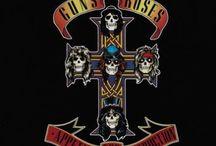 Guns N' Roses / I Guns N' Roses sono un gruppo Hard Rock formatosi a Los Angeles nel 1985. Lo stile sonoro, l'immagine trasgressiva e le performance dal vivo li aiutarono ad occupare un posto di prestigio nella scena musicale tra la fine degli anni ottanta e l'inizio dei novanta.
