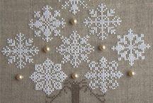 snowflakes crosstich