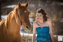 ARP Country Senior Pictures / Creative country themed senior picture ideas that can be adapted to fit your specific style. This board provides everything you could need for your perfect country shoot including outfits, makeup, backgrounds, props, lighting and much more.