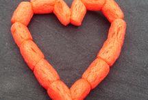 Herzen basteln / Herzen z.B. für den Muttertag oder Valentinstag basteln. Alle Anleitungen von www.kikisweb.de