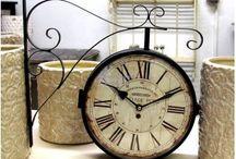 Postarzane, prowansalskie zegary Belldeco / Przepiękne, prowansalskie zegary ścienne Belldeco wykonane z metalu, a wśród nich duże i małe zegary o różnych wymiarach oraz tak zwane zegary dworcowe.