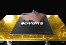 Formfutura BuildTak™ / The Formfutura BuildTak™ (114x114mm) is a thin, durable plastic sheet that adheres to the print bed of 3D desktop printers (FDM) to provide an ideal surface for 3D printing.  www.formfutura.com/buildtak
