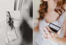 """Real Wedding // Summertime / Fotografie: Bina Terré Brautkleid: Soeur Coeur """"Amelie"""" H&M: Liebesart (Braut) & Linh Tran Trung (Bräutigam) Headpiece: Jannie Baltzer Schuhe: Di Lauro Brautstrauß: Lily Deluxe Blumendeko: DIY Ringe & Kette: Karl – Werkstatt für Schmuck Anzug und Accessoires: Herr von Eden Planung: DIY Papeterie: Bianca Krämer von Soeur Coeur Torte und Candybar: DIY Freier Redner: Jochen Jülicher Musik, Sänger: André Dietz (Gitarre, Gesang), David Hübner (Klavier) Photobooth: Fotobude Location: Gut Hohenholz"""