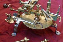 Kellosepän työkalut / Kellojen korjaukset rannekelloista seinä- ja kaappikelloihin.