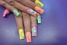 uñas en colores neon