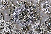 Bordado con perlas, chaquiras y piedras