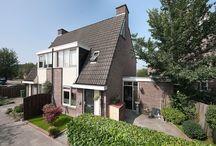 Huurwoningen Nieuwegein (Fokkesteeg) / Op zoek naar een huurwoning in Nieuwegein? Nieuwegein   IJlsterveste 25-91 en 40-80, Brielseveste 1-23, Horsterveste 1-5 en 2-16 78 eengezinswoningen Oppervlakte woning: 120 m²  Nieuwegein  Fokkesteeg - Ruime eengezinswoningen - Voortuin en achtertuin  - Groene, gemoedelijke wijk  - Bij winkels en scholen  - Vlakbij A2 en sneltram  Een speels opgezette wijk in Nieuwegein, met alle faciliteiten in de buurt.  Kijk voor meer informatie op www.gevaertmakelaars.nl