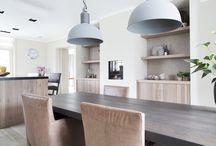 Idee haard en boekenkast keuken