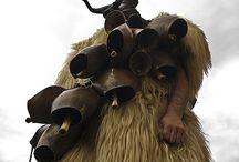 Mamuthones Sardegna  / Mamuthonessono, assieme agliIssohadores,mascheretipiche delcarnevalediMamoiadainSardegna. Le due figure si distinguono per i vestiti e per il modo di muoversi