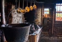 konyhák...kamrák...tűzhelyek