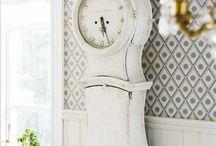 Clock Mora