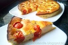 Pastel salado de queso y tomates cherry (tarta salada de queso)  / las mejores recetas: http://golosolandia.blogspot.com.es/2013/03/pastel-salado-queso-tarta-tomates-cherry-facil.html